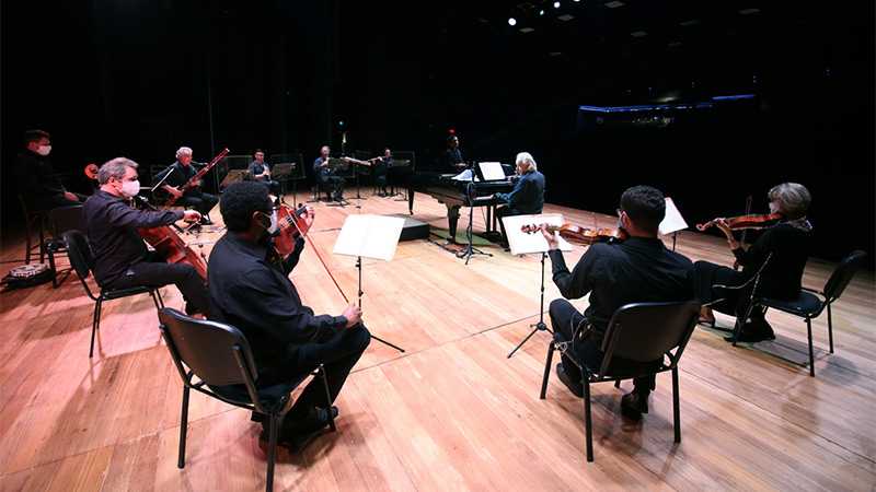 Apresentação realizada no Dia dos Namorados reuniu nove integrantes da orquestra, sob a regência do maestro João Carlos Martins