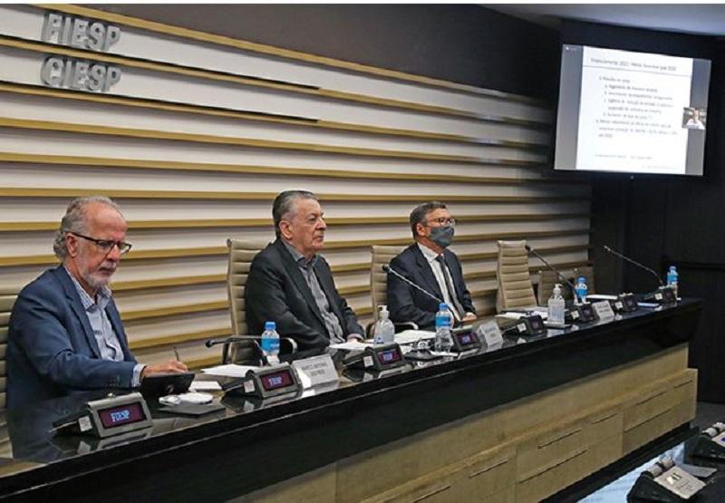 Especialistas debateram sobre os cenários econômico e sanitário, além da competitividade necessária às empresas