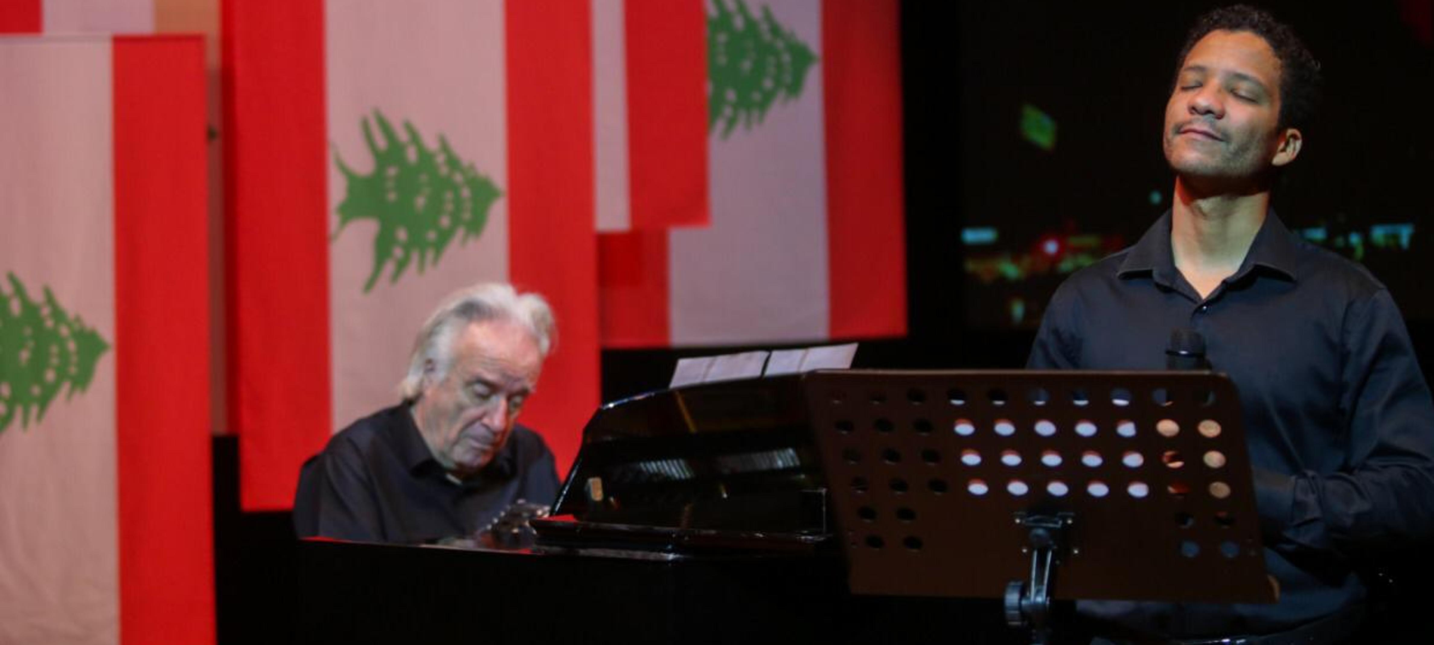 A indústria paulista, por meio do maestro João Carlos Martins e do tenor Jean William, presta homenagem à comunidade libanesa. Que nossa solidariedade e afeto cheguem até vocês