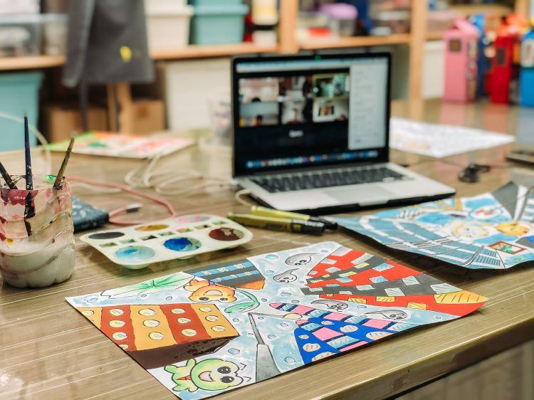 Em formato on-line, temas debatidos são escolhidos a partir de construção coletiva, com a participação dos educadores e familiares dos alunos