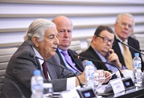 Cid Heráclito de Queiroz, o advogado e ex-procurador-geral da Fazenda Nacional (no destaque), durante reunião do Cosec/Fiesp