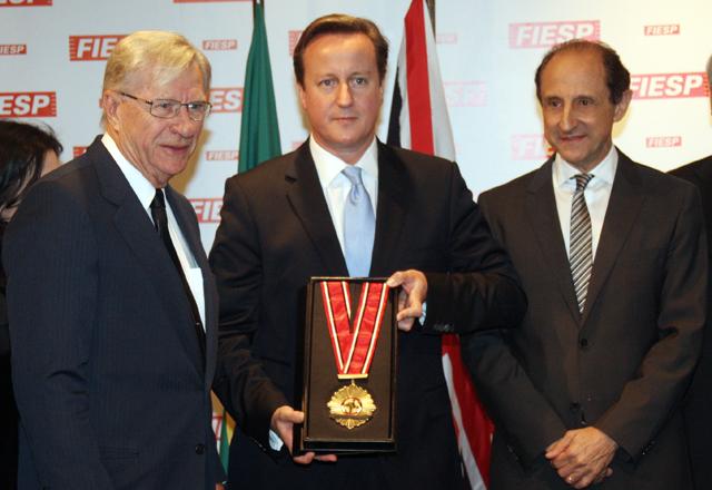 David Cameron, primeiro-ministro britânico, entre Nicolau Jacob Neto (à esquerda) e Paulo Skaf (à direita)