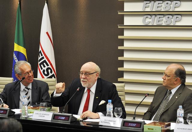 da esq. p/ dir.: Celso Monteiro de Carvalho; Carlos Henrique Cardim; Ruy Martins Altenfelder (FOTO: EVERTON AMARO)