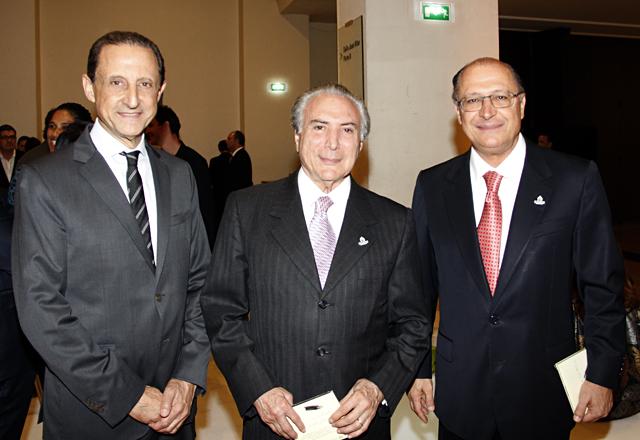 Da esquerda para a direita: Skaf, Temer e Alckmin: apoio à candidatura de São Paulo. Prefeito Fernando Haddad também compareceu ao evento. Imagem: Junior Ruiz/Fiesp