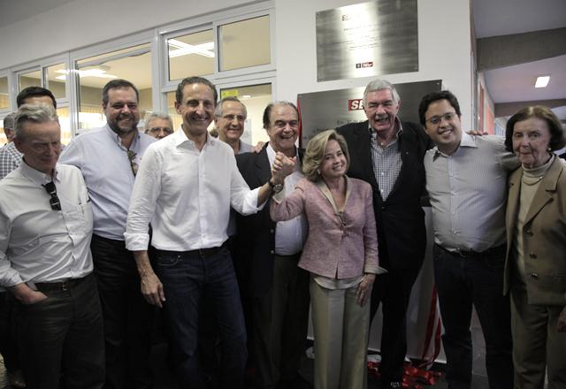 Skaf (ao centro) ao lado da viúva de Arruda Botelho, Rosana: reconhecimento pelo trabalho do empresário. Foto: Julia Moraes/Fiesp