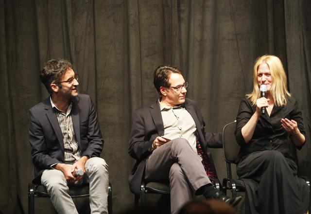 Dom (o primeiro à esquerda) e Lisa: boa adaptação das piadas e do humor do musical. Foto: Everton Amaro/Fiesp