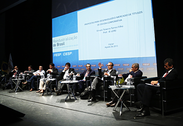 Os debatedores do painel sobre investimento e mercado de capitais. Foto: Everton Amaro/Fiesp