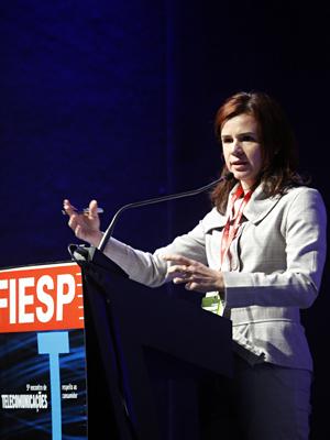 Elisa, da Anatel: consequências da má prestação dos serviços ao estado. Foto: Everton Amaro/Fiesp