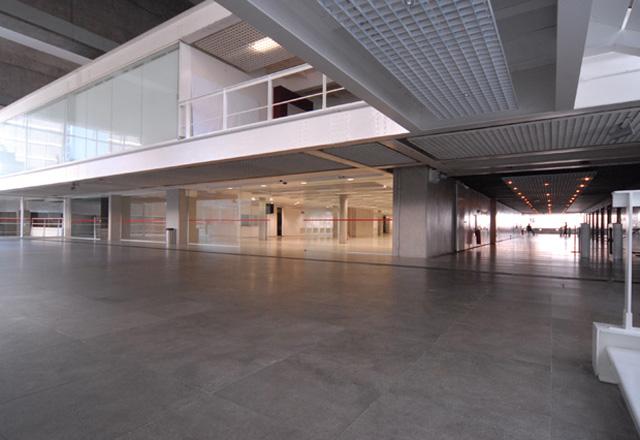 Área do piso inferior do prédio da Fiesp: integração realçada pela reforma. Foto: Kênia Hernandes/Fiesp