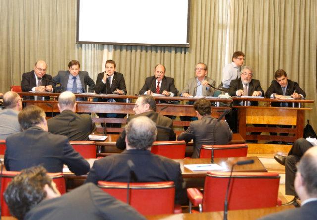 A sessão que discutiu o Código da Mineração nesta quinta-feira (22/08). Foto: Everton Amaro/Fiesp