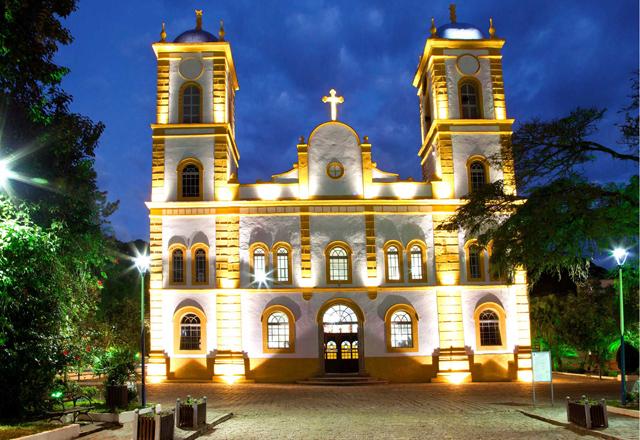 A iluminação premiada da fachada da Igreja Matriz São Francisco do Sul, em Santa Catarina. Foto: Divulgação