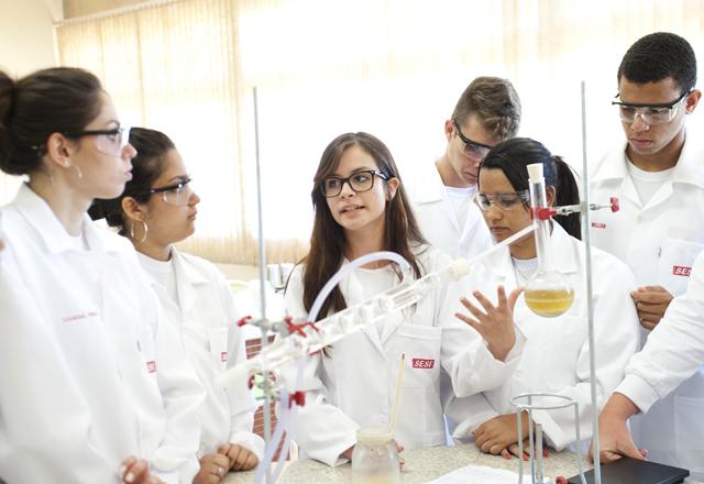 Laboratório da escola do Sesi-SP em Barra Bonita: 2 salas de aula e duas áreas de convivência. Foto: Everton Amaro/Fiesp