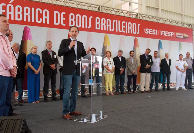 Skaf na inauguração da escola do Sesi-SP em Barra Bonita: fabricação de equipamentos no Brasil. Foto: Tâmna Waqued/Fiesp