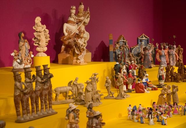 Peças de diferentes países compõem a mostra: cores e qualidade técnica destacadas. Foto: Beto Moussalli/Fiesp
