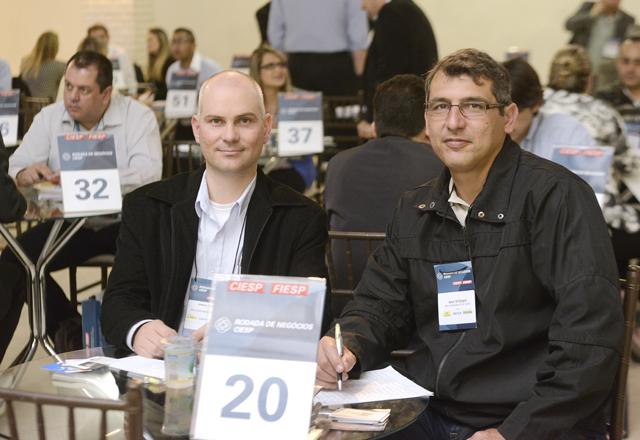 """Garcia e Steiner ficaram surpreendidos com o formato """"cara a cara"""" da Rodada de Negócios. Foto: Everton Amaro/Fiesp"""