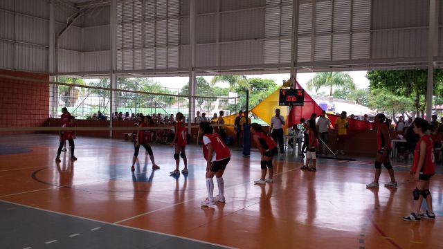 Jogo de vôlei feminino na final dos Jogos em Jacareí: incentivo ao esporte. Foto: Isabela Barros/Fiesp