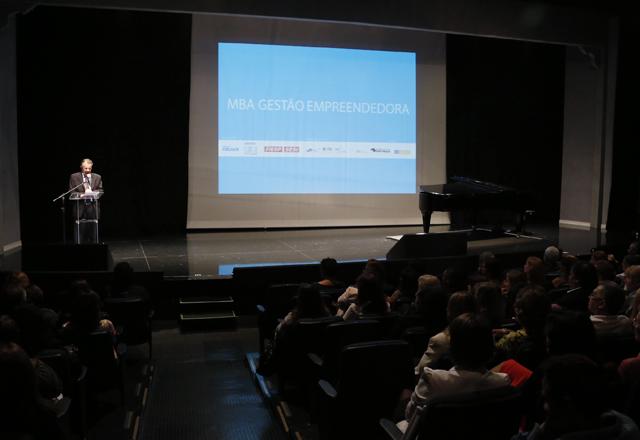 """Carvalho na formatura do MBA nesta segunda-feira (25/11): """"Aproveitem essa oportunidade"""". Foto: Tâmna Waqued/Fiesp"""