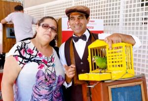 Elizabeth e Wagner: festa da Fiesp fez auxiliar de limpeza descer do ônibus para comemorar os 460 anos de São Paulo. Foto: Tamna Waqued/Fiesp