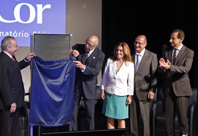 Da esquerda para a direita: Temer, Jatene, Théa, Alckmin e Skaf na inauguração da placa que dá nome ao hospital. Foto: Ayrton Vignola/Fiesp