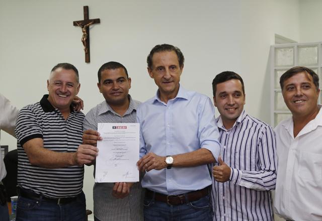Skaf, ao centro, e autoridades na cerimônia de anúncio da ampliação do PAF em Igaratá. Foto: Ayrton Vignola/Fiesp