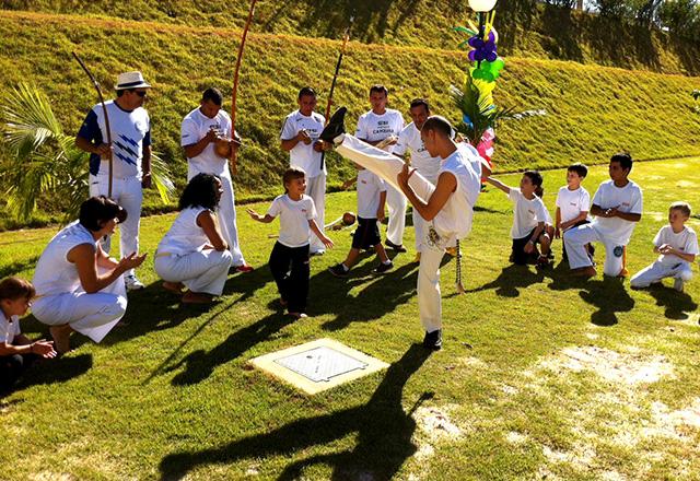 Alunos do Sesi-SP em Santa Rita do Passa Quatro em roda de capoeira: cultura brasileira. Foto: Ayrton Vignola/Fiesp