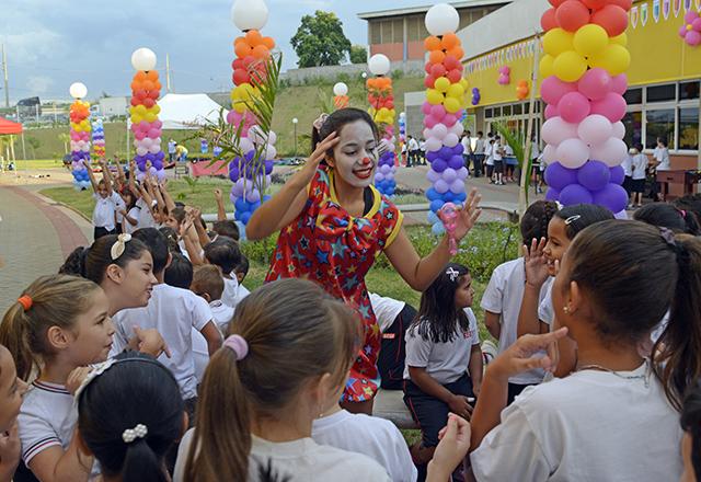 Alunos da escola do Sesi-SP em Agudos na cerimônia de inauguração nesta quinta-feira (13/02). Foto: Tâmna Waqued/Fiesp