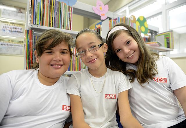 Da esquerda para a direita, Yasmin, Nicole e Bruna: não faltam planos para o futuro. Foto: Tâmna Waqued/Fiesp