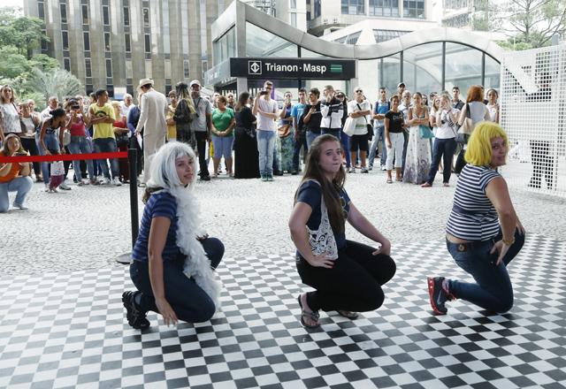 A partir da esquerda: Luciana, Jaqueline e Gabriela. Volta ao trabalho foi mais animada. Foto: Beto Moussalli/Fiesp