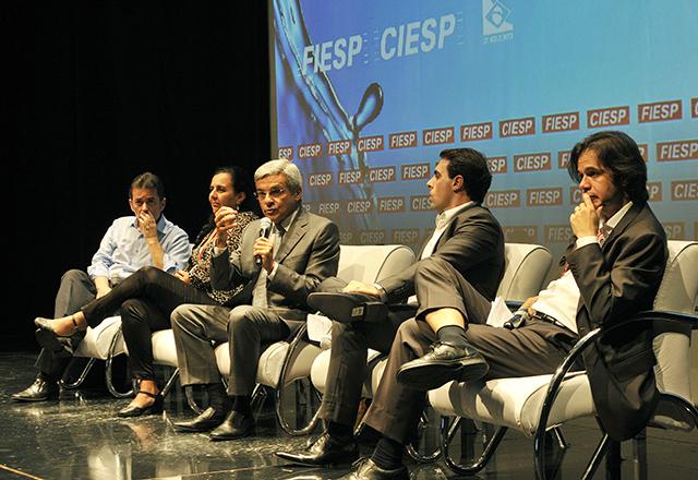 O primeiro painel do seminário na Fiesp: discussão deve ir além das enchentes. Foto: Helcio Nagamine/Fiesp