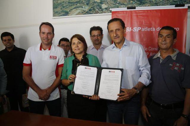 A partir da esquerda: Pflug, Maria Edna e Skaf: parceria em nome do esporte. Foto: Ayrton Vignola/Fiesp