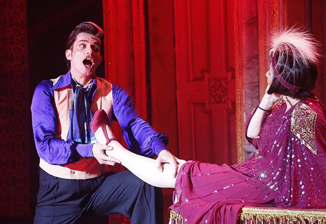 """Baccic em cena como Adolpho em """"A Madrinha Embriagada"""": paixão e reconhecimento. Foto: Tâmna Waqued/Fiesp"""
