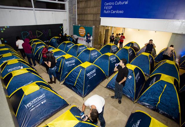 As barracas à disposição dos competidores: 91 pessoas dormiram na Fiesp. Foto: Luis Gustavo