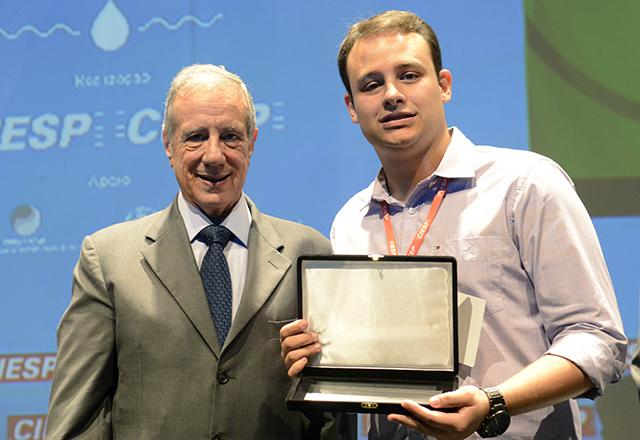 Reis, à esquerda, e Serra: reconhecimento na 9ª edição do Prêmio Fiesp de Reúso da Água. Foto: Everton Amaro/Fiesp