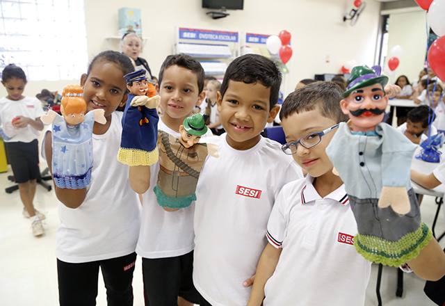 Alunos do Sesi-SP em Sertãozinho: educação completa, em tempo integral, com esporte, saúde, alimentação. Foto: Everton Amaro/Fiesp