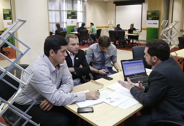 Empresários na Sala de Crédito organizada pelo Dempi nesta quarta-feira: pelo desenvolvimento das empresas. Foto: Tâmna Waqued/Fiesp