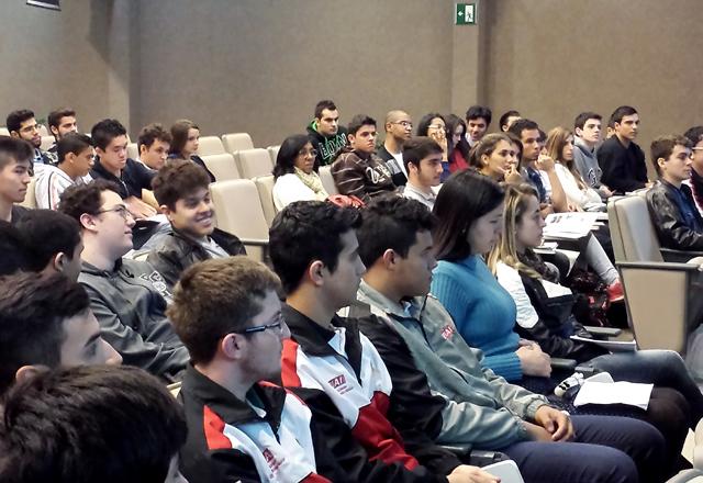 O encontro com os alunos que vão participar da Olimpíada do Conhecimento: só o treinamento leva ao sucesso. Foto: Talita Camargo/Fiesp