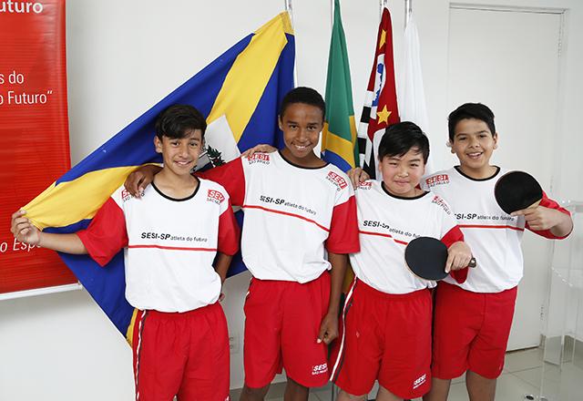 A partir da esquerda: Wiliam, Lucas, Vitor e Gabriel. Empolgação com as aulas do PAF. Foto: Everton Amaro/Fiesp