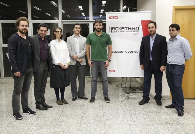 """Gomide (o segundo a partir da direita) e os """"gurus"""" do Hackathon: lições de empreendedorismo. Foto: Beto Moussalli/Fiesp"""