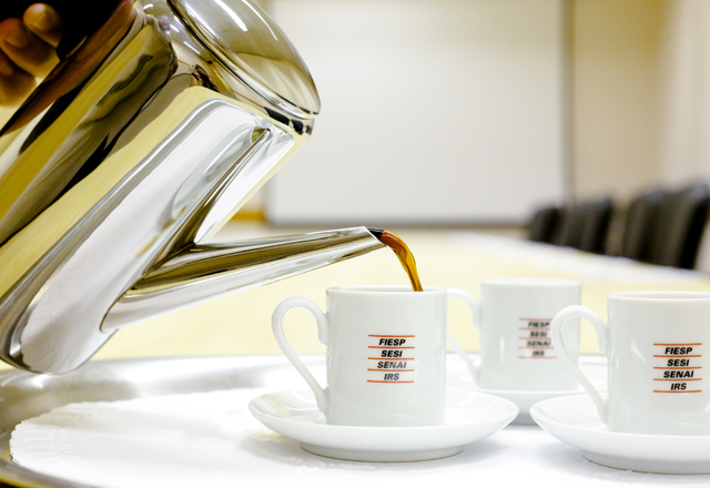 Café servido nas reuniões do prédio: 250 xícaras por dia. Foto: Tâmna Waqued/Fiesp