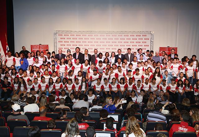 Crianças e adolescentes do Programa Atleta do Futuro em São José do Rio Preto. Foto: Ayrton Vignola/Fiesp