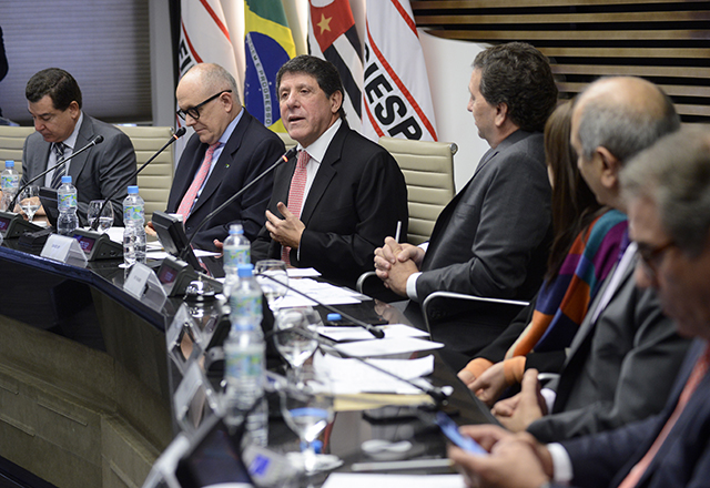 O secretário de Saúde do Estado de São Paulo, David Uip, em reunião na Fiesp
