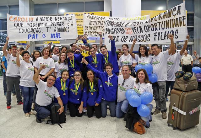A equipe do Sesi de São José do Rio Preto, campeã em torneio de robótica.  Foto: Ayrton Vignola/Fiesp