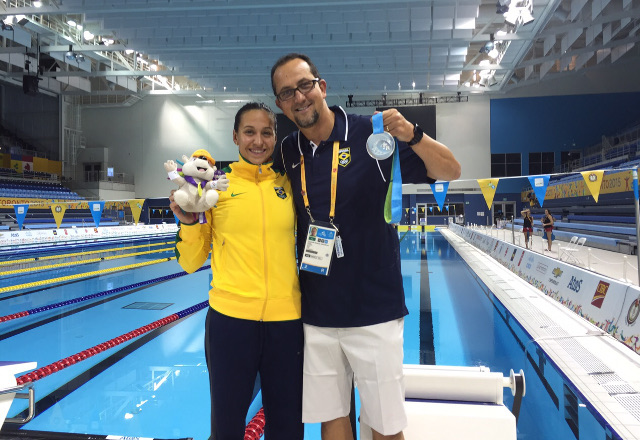 Jessica Cavelheiro e o treinador Fernando Vanezella, ambos do Sesi-SP, representam o Brasil no Pan de Toronto. Foto: Divulgação/Fiesp