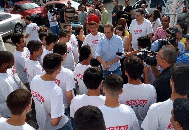 Paulo Skaf e alunos do Senai-SP da Patrulha DIgital. Foto: Ayrton Vignola/Fiesp