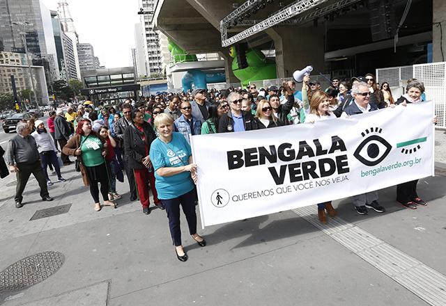 Ação na calçada da Fiesp oferece inclusão social
