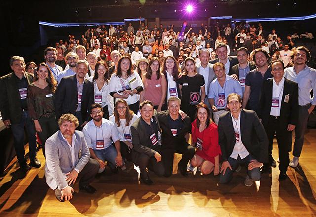 Skaf com vencedores do 22º Acelera Fiesp. Foto: Ayrton Vignola/Fiesp