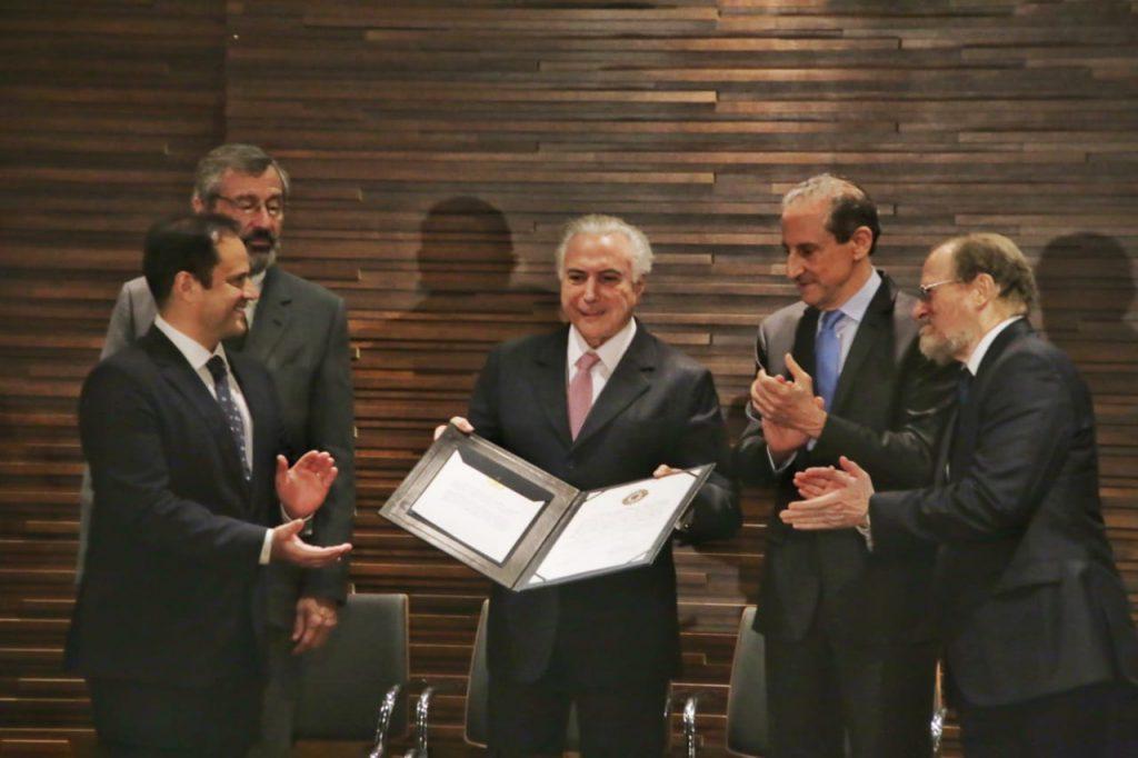 Skaf com Temer na cerimônia de entrega da Ordem do Mérito Industrial São Paulo. Foto: Everton Amaro/Fiesp